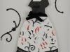 131 須藤 千恵 「アルファベット刺繍のドレス」